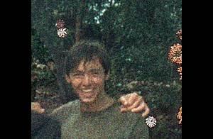 Hugh Jackman à 17 ans... Maigre et jambes fines, loin de la star musclée