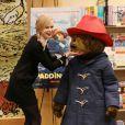 Nicole Kidman avec l'ours Paddington à Brentwood, le 6 novembre 2014.