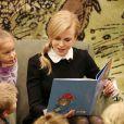 Nicole Kidman fait la lecture à des enfants dans le cadre de la promo du film Paddington à Brentwood, le 6 novembre 2014.