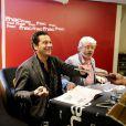 """Exclusif - Laurent Gerra et son ami Achdé (Hervé Darmenton) rencontre des fans à la Fnac des Ternes à Paris, l'occasion de la sortie du dernier album des aventures de Lucky Luke, """"Les Tontons Dalton"""", le 4 novembre 2014."""