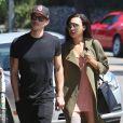 Naya Rivera et son mari Ryan Dorsey se promènent main dans la main à Los Angeles, le 21 août 2014. Naya Rivera et Ryan Dorsey se sont mariés le 19 juillet dernier à Cabo San Lucas juste en présence de 12 invités et du maître de cérémonie.