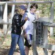 Exclusif - Calista Flockhart emmène son fils Liam à une fête d'anniversaire à Brentwood, le 16 novembre 2014.