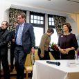 La reine Silvia de Suède reçoit le prix Martin Buber à Kerkrade, aux Pays-Bas, le 25 novembre 2014.