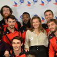 Valérie Trierweiler, en compagnie des joueurs de l'équipe de Handball d'Ivry sur Seine, assistent à la soirée du 70e anniversaire et du coup d'envoi de la campagne des Pères Noël Verts du Secours Populaire au palais de l'Unesco. Paris, le 8 décembre 2014.