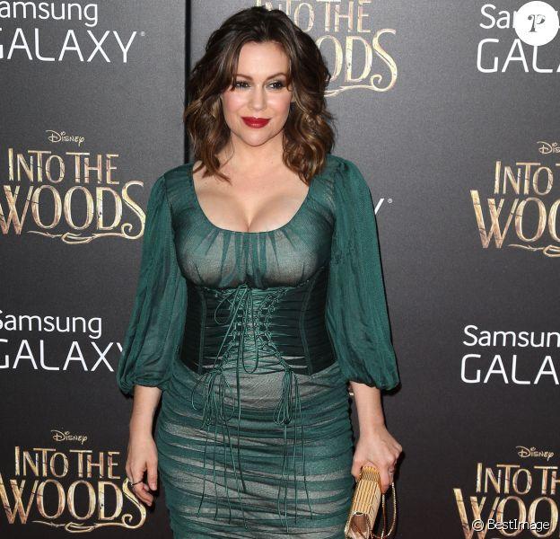 """Alyssa Milano à la première de """"Into The Woods"""" à New York, le 8 décembre 2014."""