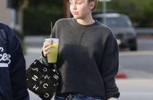 Miley Cyrus : Sortie de l'hôpital elle arbore un gros bandage au bras gauche