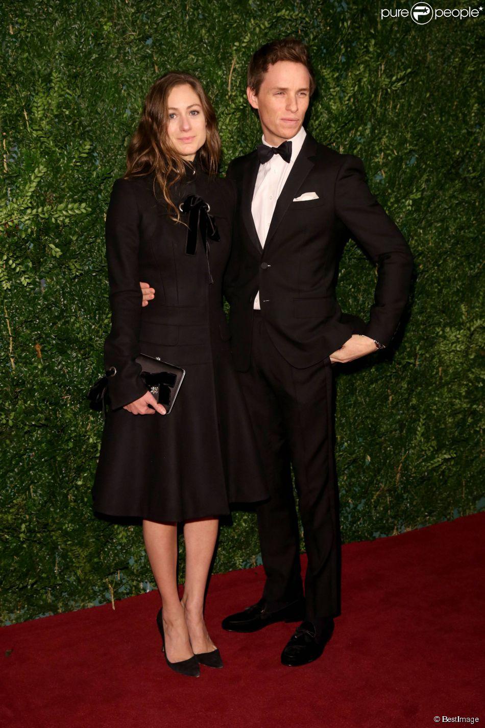 """Eddie Redmayne, Hannah Bagshaw - Soirée """"Evening Standard Theatre Awards"""" à Londres le 30 novembre 2014."""