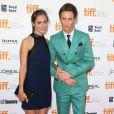 """Eddie Redmayne et sa compagne Hannah Bagshawe - Avant-première du film """"Une merveilleuse histoire du temps"""" à Toronto le 7 septembre 2014."""
