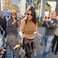 Kendall Jenner quitte le magasin Saint Laurent à Beverly Hills. Le 23 décembre 2014.