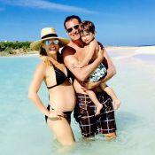 Molly Sims : Enceinte de 7 mois et en famille sous le soleil des Bahamas !