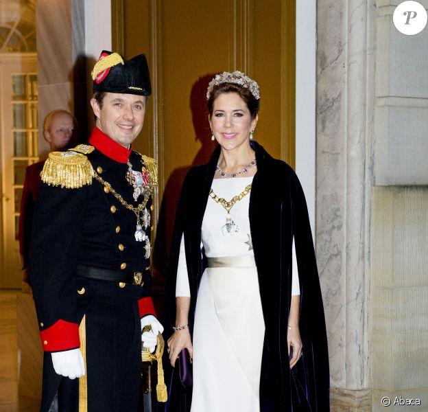 Le prince héritier Frederik de Danemark et la princesse Mary arrivant le 1er janvier 2015 pour la réception du Nouvel An à Amalienborg, Copenhague.