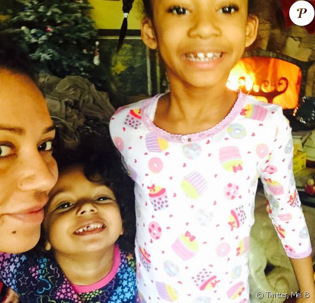 Mel B avec ses filles Madison et Angel - photo publiée sur son compte Twitter le 1er janvier 2015