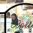 Angelina Jolie fait du shopping avec ses enfants. On la voit avec Zahara le 7 janvier 2015 à Rome, avant leur rencontre avec le Pape François