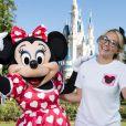 Jamie Lynn Spears pose avec le personnage de Minnie Mouse, à Disney World en Floride, le vendredi 14 août 2014.