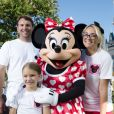 Jamie Lynn Spears, sa fille Maddie et son mari James Watson posent avec le personnage de Minnie Mouse, à Disney World en Floride, le vendredi 14 août 2014.
