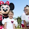 Jamie Lynn Spears et sa fille Maddie posent avec le personnage de Minnie Mouse, à Disney World en Floride, le vendredi 14 août 2014.