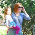 Alyson Hannigan et sa fille Keeva dans un parc le 15 janvier 2015