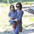 Alyson Hannigan et sa fille Keeva à Los Angeles dans un parc le 15 janvier 2015