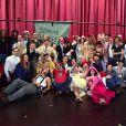 """Toute la troupe réunie pour la dernière du spectacle """"Mistinguett, reine des années folles"""" au Casino de Paris, le 18 janvier 2015."""