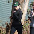 Reese Witherspoon fait du jogging avec une amie à Brentwood, le 21 janvier 2015.