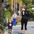 Reese Witherspoon et son fils Tennessee James Toth sont allés prendre des boissons à emporter au Starbucks à Santa Monica, le 22 janvier 2015.