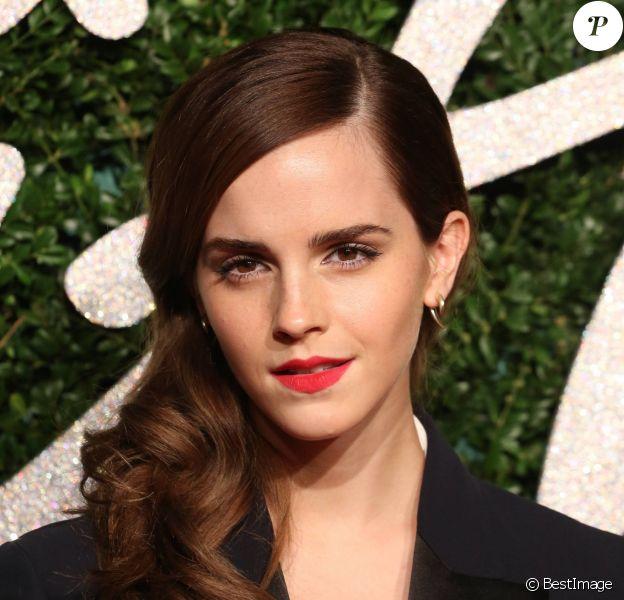 """Emma Watson - Soirée des """"British Fashion Awards"""" à Londres le 1er décembre 2014"""