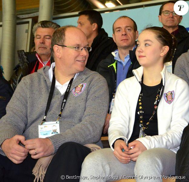 Le prince Albert II de Monaco et la princesse Caroline de Hanovre encouragent la princesse Alexandra de Hanovre qui présentait son programme long de patinage au Festival olympique de la jeunesse européenne (FOJE) d'hiver 2015, le 28 janvier à Dornbirn, en Autriche.