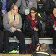 Le prince Albert II de Monaco et la princesse Caroline de Hanovre au premier rang pour encourager la princesse Alexandra de Hanovre qui présentait son programme long de patinage au Festival olympique de la jeunesse européenne (FOJE) d'hiver 2015, le 28 janvier à Dornbirn, en Autriche.