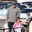 Ben Affleck se rend au Farmers Market avec ses enfants à Pacific Palisades, le 1er février 2015.