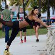 Jennifer Nicole Lee, la reine du fitness, profite de la belle journée à Miami pour s'entraîner, le 31 janvier 2015.