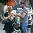 Paris Hilton et un inconnu ont acheté des boissons chaudes à West Hollywood Los Angeles, le 31 Janvier 2015 51641372 Heiress Paris Hilton and a male friend spotted out for a coffee at Alfred Coffee & Kitchen in West Hollywood, California on January 31, 2015. Rumors are swirling that Paris is dating 'Man Of Steel' star Henry Cavill but the guy she is with is not Superman.31/01/2015 - Los Angeles