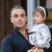 Robbie Williams, jeune papa comblé avec sa fille de 2 ans et sa femme