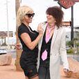 Pamela Anderson et Chrissie Hynde (The Pretenders) - Mariage de Dan Mathews (Vice-président de PETA) et Jack Ryan à Las Vegas. Le 27 novembre 2014  People at a Gay Wedding for PETA Leader Dan Mathews and Jack Ryan. (Las Vegas, Nevada)27/11/2014 - Las Vegas