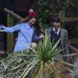 Arrivée des invités au mariage de Benedict Cumberbatch et Sophie Hunter en l'église St. Peter and St. Paul à Mottistone sur l'île de Wight, le 14 février 2015.