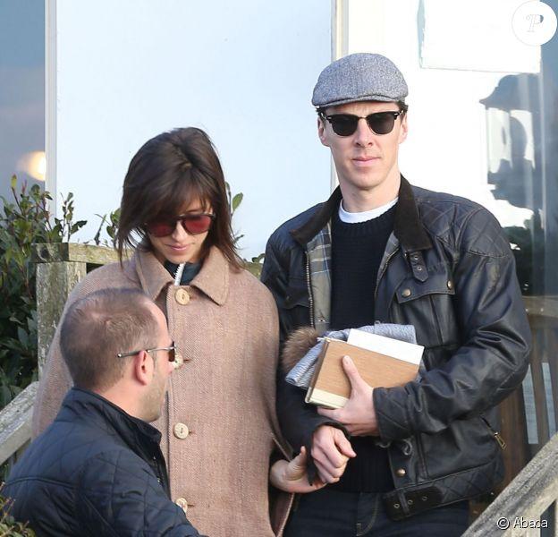 Benedict Cumberbatch et Sophie Hunter, au lendemain de leur mariage, sortant d'un pub sur l'île de Wight le 15 février 2015.