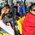Vanessa Bryant et ses filles Diamante et Gianna Maria-Onore lors d'un match de foot de l'aînée Natalia Diamante à Lancaster du côté de Los Angeles, le 15 février 2015
