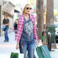 Tori Spelling fait du shopping chez Barnes & Noble et Urban Outfitters le jour de la Saint-Valentin avec sa fille Stella à Ventura, le 14 février 2015.