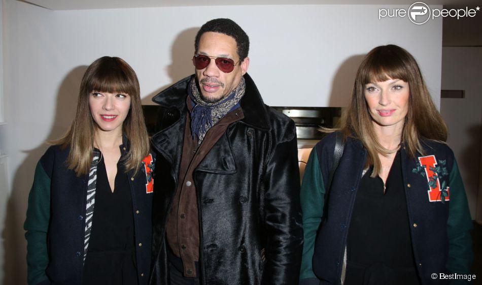 """JoeyStarr entre Les Brigittes (Sylvie Hoarau et Aurélie Saada) lors du Lancement de l'enceinte """"Phantom"""", Implosive Sound Center, créée par Devialet, et rencontre avec les fondateurs de la marque, chez Colette à Paris, le 16 février 2015."""