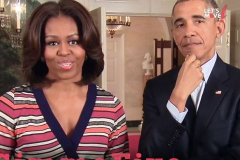 Michelle Obama lance un défi aux stars alors que Barack à un trou de mémoire
