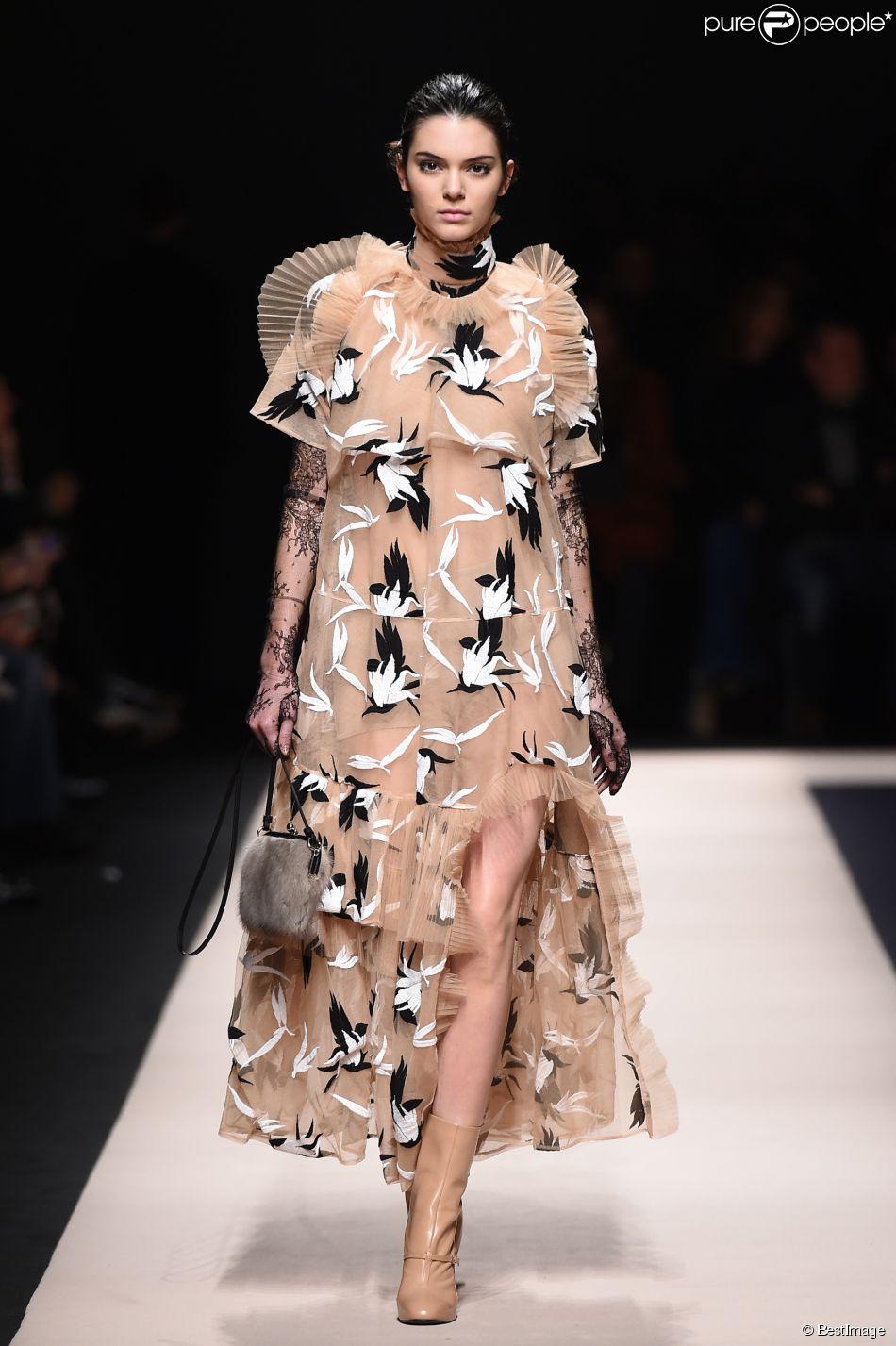 Fashion Week Kendall Jenner Brille Sur Les Podiums De Milan