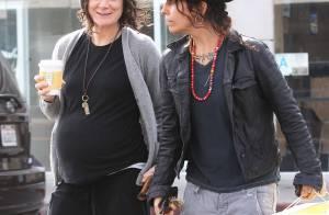 Sara Gilbert, enceinte : Sortie en amoureuses avec Linda, si bienveillante