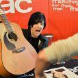 La chanteuse Sharleen Spiteri du groupe Texas en dédicace à la Fnac à Paris, à l'occasion des 25 ans de son groupe, le 2 mars 2015.
