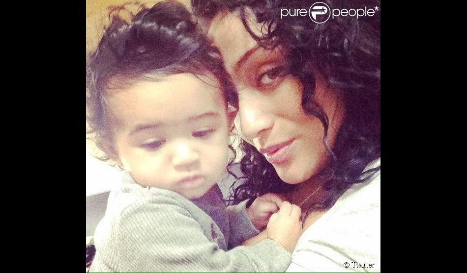 TMZ affirme que Chris Brown est le papa de cette petite fille, âgée de 9 mois, fruit d'une relation avec un ancien mannequin connu sous le nom de Nia.