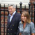 Carole et Michael Middleton à la maternite de l'hopital St Mary le 23 juillet 2013, au lendemain de la naissance du prince George de Cambridge, fils du prince William et de Kate Middleton.