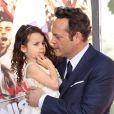 Vince Vaughn et sa fille Lochlyn Kyla Vaughn - Vince Vaughn laisse ses empreintes dans le ciment hollywoodien au TCL Chinese Theater à Hollywood, le 4 mars 2015