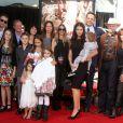Vince Vaughn en famille - Vince Vaughn laisse ses empreintes dans le ciment hollywoodien au TCL Chinese Theater à Hollywood, le 4 mars 2015