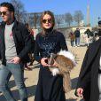 Olivia Palermo arrive à l'Espace Ephémère du jardin des Tuileries pour assister au défilé Carven automne-hiver 2015-2016. Paris, le 5 mars 2015.