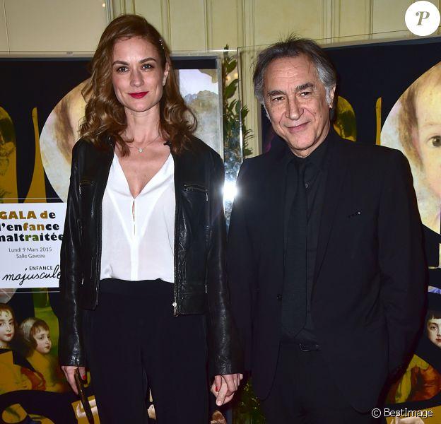 Richard Berry et sa compagne Pascale Louange au Gala de l'enfance maltraitée à la Salle Gaveau à Paris le 9 mars 2015.