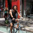 Carlos Leon à vélo dans les rues de New york, le 22 juillet 2010