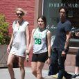 Lourdes Leon avec son père Carlos Leon et la compagne de ce dernier à New York, le 11 mai 2014.